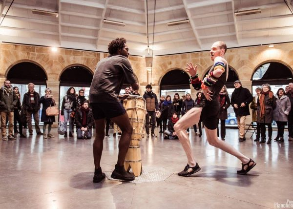Performance dans la cour Marly du Musée du Louvre dans le cadre du cycle